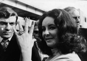Elizabeth Taylor 1968 Anel 33,19 quilates, U$ 305 mil
