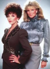Joan Collins (Alexis Carrington) e Linda Evans (Krystle Carrington) em Dinastia (1981-1989) (2)