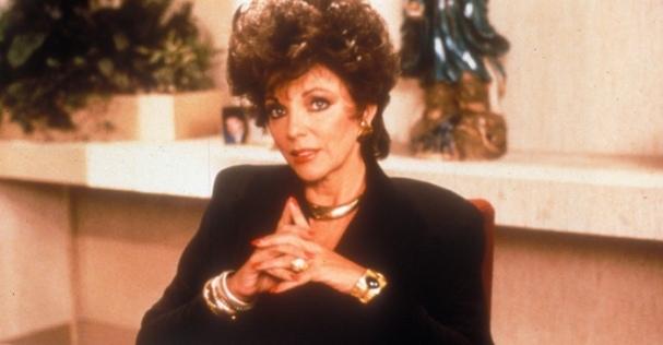 Joan Collins (Alexis Carrington) em Dinastia (1981-1989) @ Divulgação