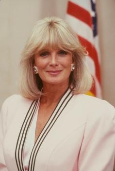 Linda Evans (Krystle Carrington) em Dinastia (1981-1989) (1)