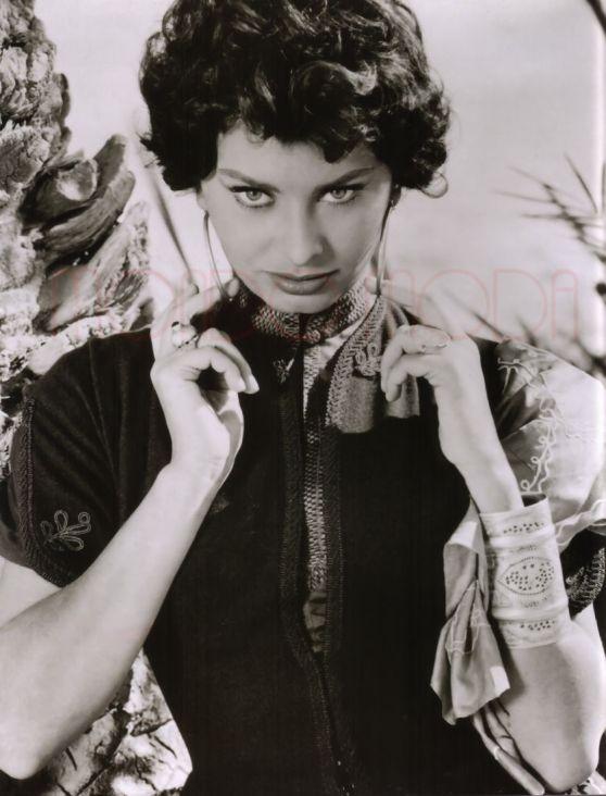 MONDO MODA Sophia Loren (Legend of the Lost)
