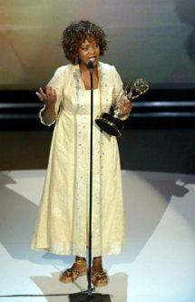 Alfre Woodward no Emmy 2003