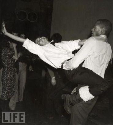 Bianca Jagger dança com Sterling St. Jacques