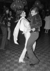 Liza Minnelli e Mikhail Baryshnikov se jogam na pista