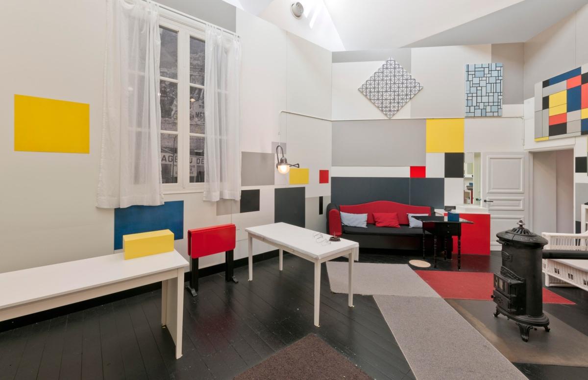 A influência de Piet Mondrian na moda e decoração