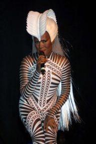 2009 Grace Jones - Hurricane Tour (Figurinos Eiko Ishioka)2