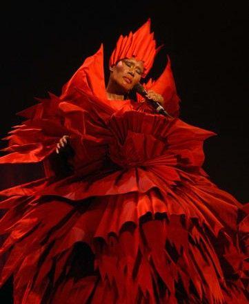 2009 Grace Jones - Hurricane Tour (Figurinos Eiko Ishioka)3