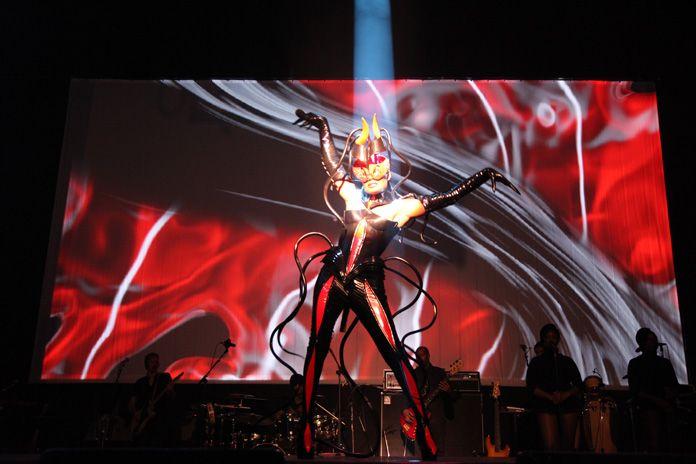 2009 Grace Jones - Hurricane Tour (Figurinos Eiko Ishioka)5