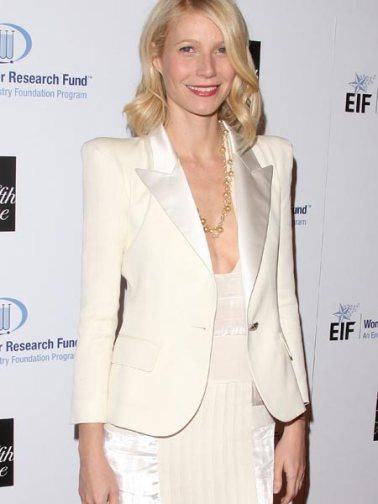 Gwyneth Paltrow usa blazer com ombreira  @ Divulgação