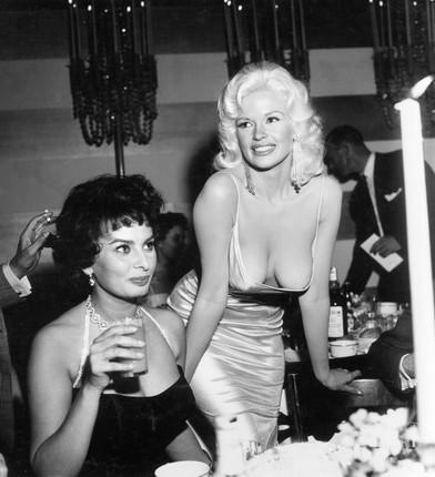 Jayne Mansfield e Sophia Loren  @ Earl Leaf/Michael Ochs Archives/Getty Images