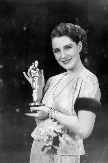 Oscar 1931 Norma Shearer (A Divorciada) veste Gilbert Adrian @ Oscar.org