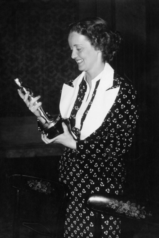 Oscar 1936 Bette Davis (Perigosa) veste Orry-Kelly @ Reprodução