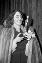 Oscar 1944 Jennifer Jones (Canção de Bernadete) @ AP