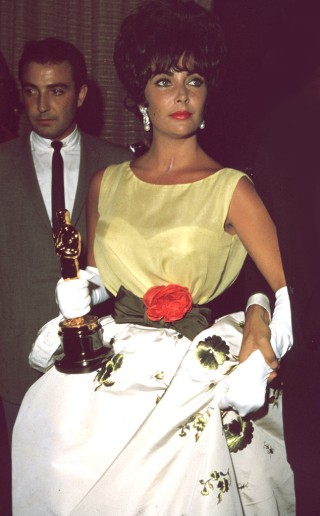 Oscar 1961 Elizabeth Taylor (Disque Butterfield 8) veste Christian Dior @ Darlene Hammond, Hulton Archive, Getty Images