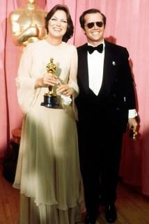 Oscar 1976 Louise Fletcher (Um Estranho no Ninho) veste Alfred Fiandaca @ Ron Galella - WireImage