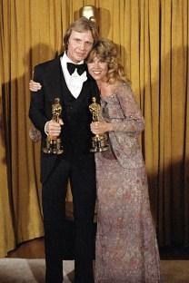 Oscar 1979 Jane Fonda (Amargo Regresso) veste James Reva @ Reprodução