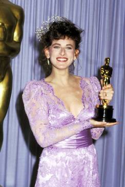 Oscar 1987 Marlee Matlin (Filhos do Silêncio) veste Theoni V. Aldredge @ Getty