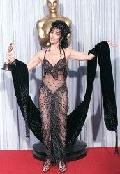 Oscar 1988 Cher (Feitiço da Lua) veste Bob Mackie @ Getty