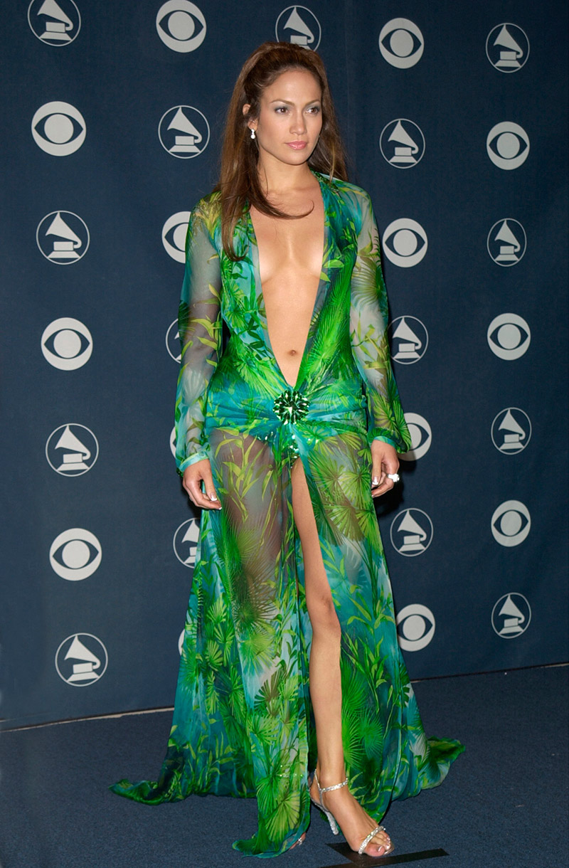 Jennifer Lopez - Grammys 2000 - Vestido Versace @ Featureflash-  Shutterstock.com