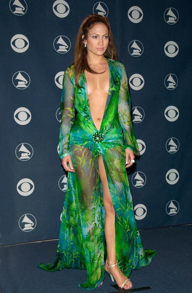 Grammy 2000 Jennifer Lopez veste Versace @ Featureflash-  Shutterstock.com