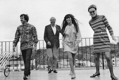 1967 Cher, Sonny e Ahmet Ertegun @ Reprodução