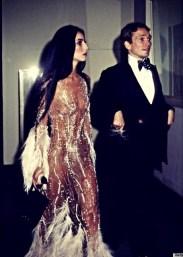 1974 Cher com Bob Mackie @ Reprodução