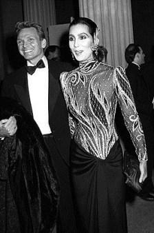 1985 Cher com Bob Mackie @ Reprodução