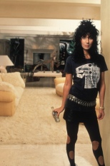 1985 Cher Curly-Hair-Tee-Ripped-Leggings