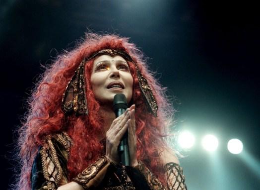 1999 Cher @ Getty (2)