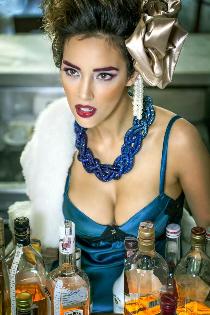 camisola (ANY ANY) | casaco de pele DIOMI, colar com cristais (KĒR)