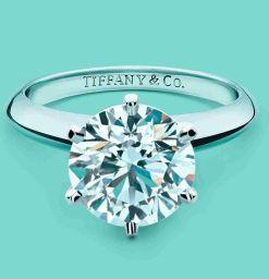Tiffany & Co - Anel Solitário Diamante @Reprodução