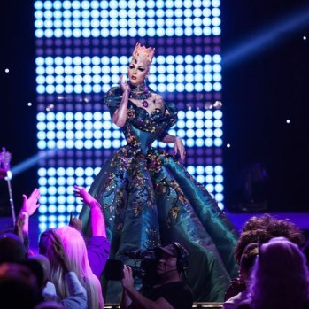 Violet Chachki veste House of Canney no Gran Finale do Rupaul Violet Chachki na final do Drag Race Season 8 @ divulgação