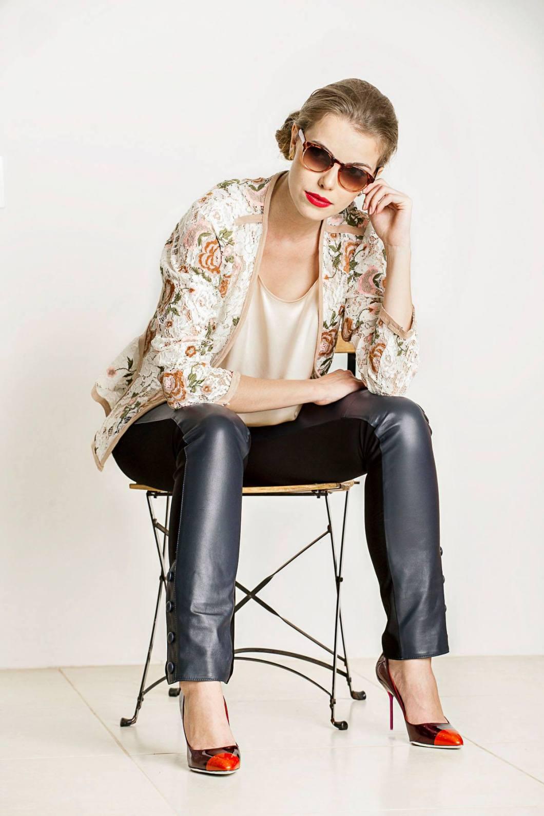 Blusa Cetim Iodice, Blusa renda UH Premium, Calça Verosenso e Sapato Sergio Rossi na KÈR na Campanha Verão 2017 da Detroit Eyewear @ Tácito Carvalho e Silva (6)