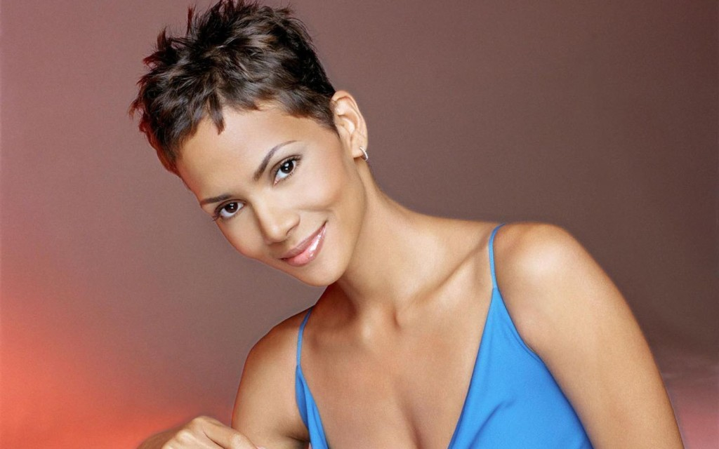 Halle Berry, 1999, Pixie Cut @ Getty