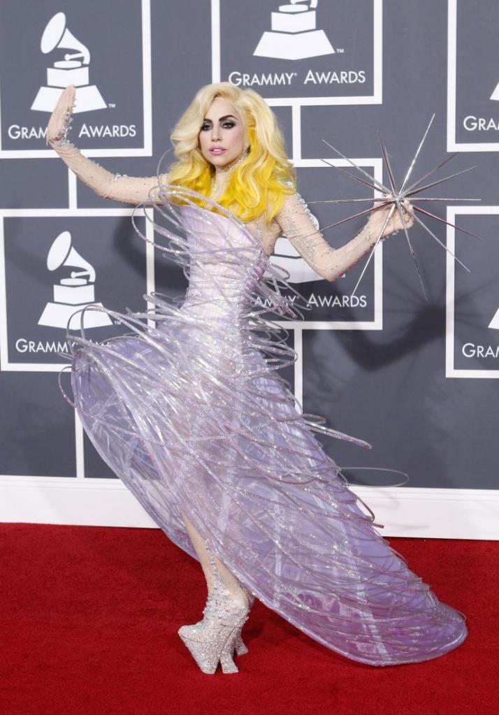 Grammy 2010 Lady Gaga veste Giorgio Armani Privé @ Getty
