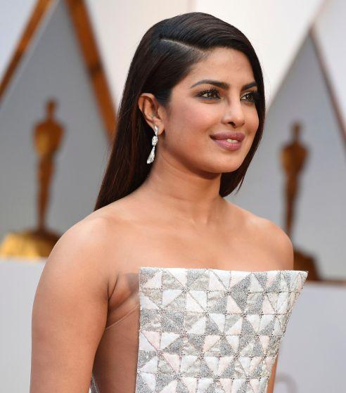 Oscar 2017 Priyanka Chopra veste Ralph & Russo @ Jordan Strauss/Invision/AP)