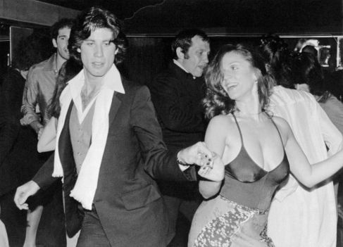 Studio 54 John Travolta e Marilu Henner @ Reprodução