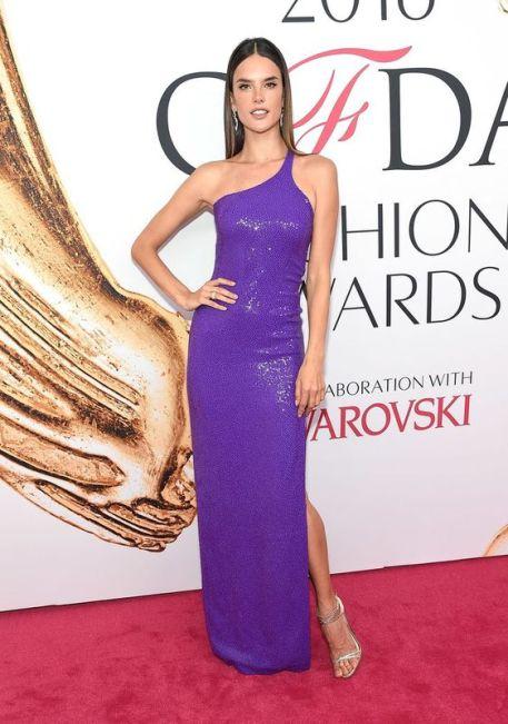 Cor Pantone 2018 Ultra Violet - Alessandra Ambrosio - CFDA Fashion Awards 2016 @Getty