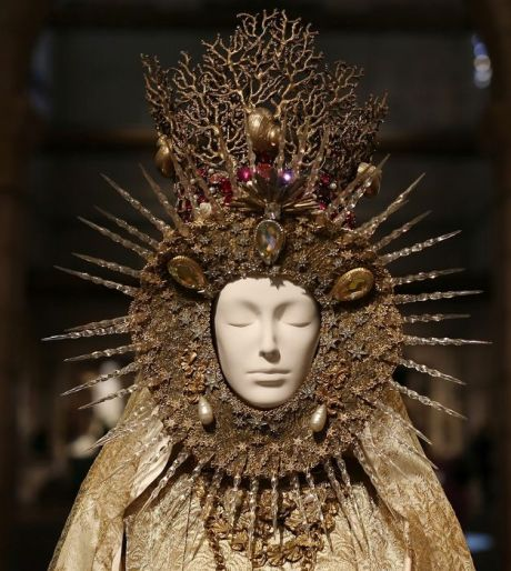 MET 2018 Heavenly Bodies- Fashion and the Catholic Imagination @ Getty (6)