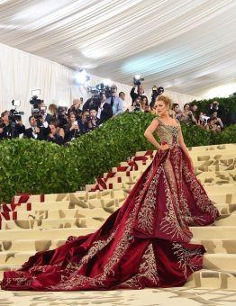 MET Gala 2018 Blake Lively usa Versace @ Getty