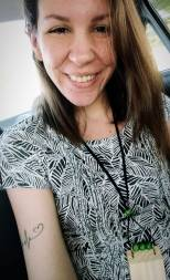 Aryane Kato usa colar Foi o Jorge Que fez @ Selfie