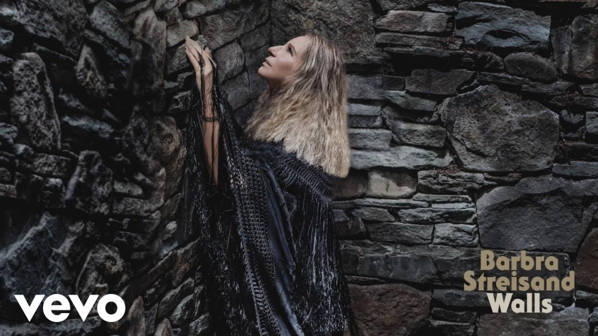 Aos 76 anos, Barbra Streisand lança o álbum 'Walls' com críticas a Trump