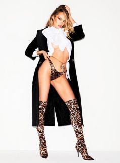 V Magazine Sexy Winter 2019 @ Carin Backoff (2)