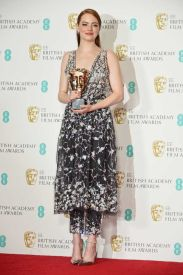 Emma Stone veste Chanel Couture no BAFTA 2017