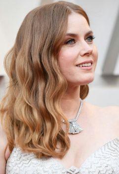Oscar 2019 Amy Adams veste Versace e joias Cartier @ Getty