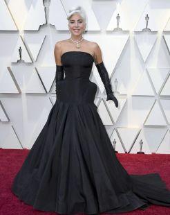 Oscar 2019 Lady Gaga veste Alexander McQueen e joias Tiffany & Co. @ Getty (2)