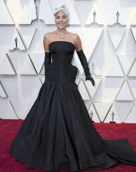 Oscar 2019 Lady Gaga veste Alexander McQueen e joias Tiffany & Co. @ Getty