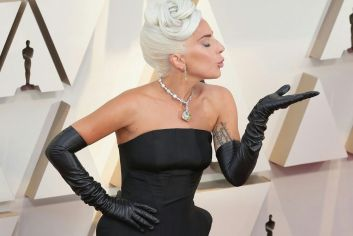 Oscar 2019 Lady Gaga veste Alexander McQueen e joias Tiffany & Co. @ Getty (3)
