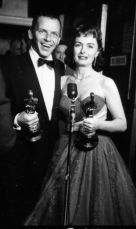 Oscar 1954 Donna Reed (A Um Passo da Eternidade) ao lado de Frank Sinatra @ Getty Images