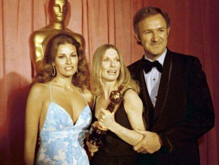 Oscar 1972 Cloris Leachman (A Última Sessão de Cinema ) ladeada por Rachel Welch e Gene Hackman @ Getty